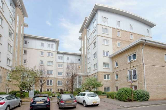 2 Bedrooms Flat for sale in Pilrig Heights, Pilrig, Edinburgh, EH6 5BB