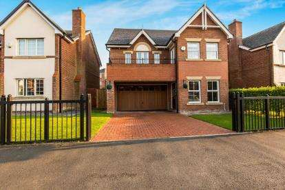 5 Bedrooms Detached House for sale in Carrwood Way, Walton-Le-Dale, Preston, Lancashire