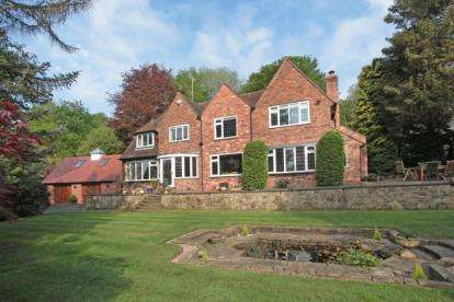 4 Bedrooms Detached House for sale in Macclesfield Road, Prestbury, Cheshire
