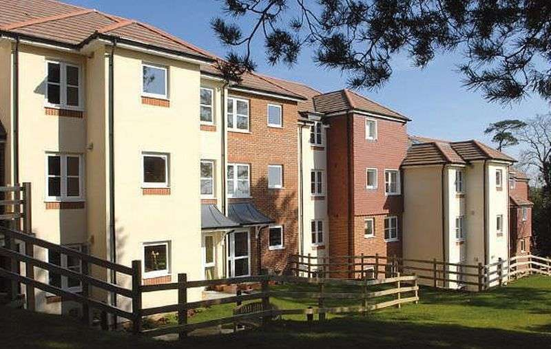 2 Bedrooms Flat for sale in Risingholme Court: Assisted Living retirement apartment - GARDEN VIEWS
