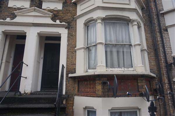 3 Bedrooms Flat for sale in Plumstead High Street, LONDON