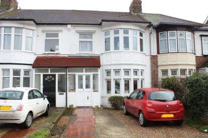 3 Bedrooms Terraced House for sale in Fairlop, Ilford