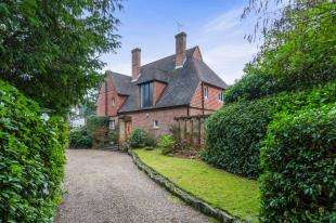 4 Bedrooms Detached House for sale in Birch Hill, Shirley, Croydon, Surrey
