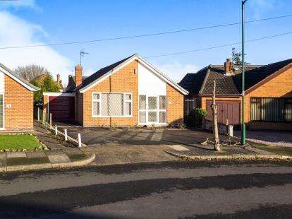 2 Bedrooms Bungalow for sale in Oakfield Road, Wollaton, Nottingham, Nottinghamshire