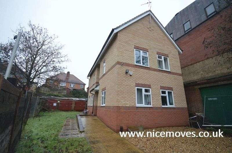 9 Bedrooms Terraced House for rent in Tennyson Road, Southampton - Nine Bed Student Let, Offered Fully Furnished