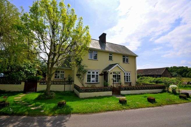 4 Bedrooms Detached House for sale in Kingston, Ringwood, BH24 3BJ