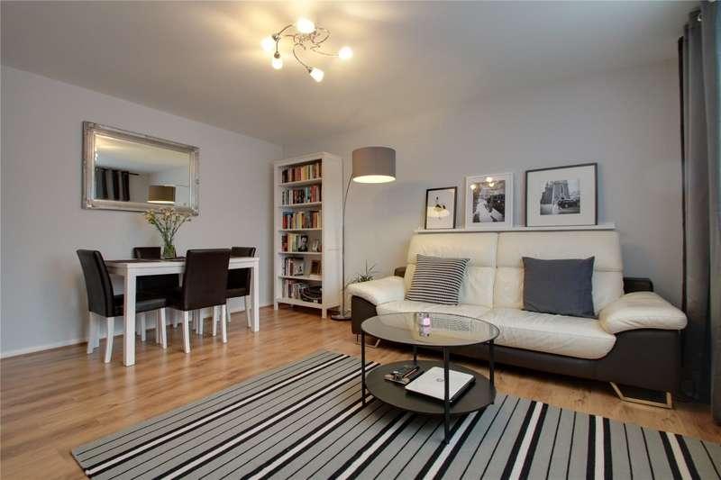 2 Bedrooms Maisonette Flat for sale in Horsell Court, Stepgates, Chertsey, Surrey, KT16