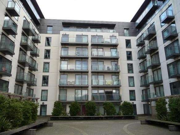 1 Bedroom Flat for sale in Mosaic Apartments, High Street, Slough, SL1