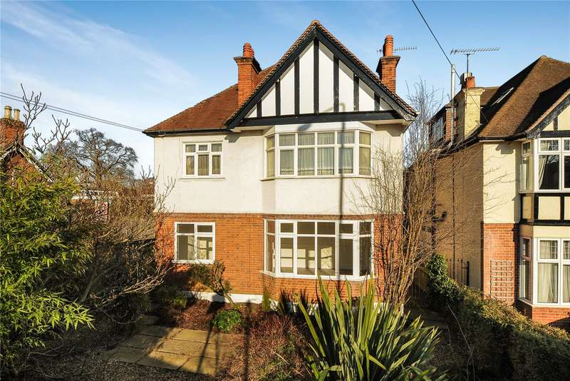 2 Bedrooms Maisonette Flat for sale in Kewferry Road, Northwood, Middlesex, HA6