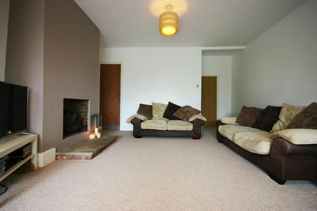 2 Bedrooms Terraced House for sale in Chorley Road, Westhoughton, BL5