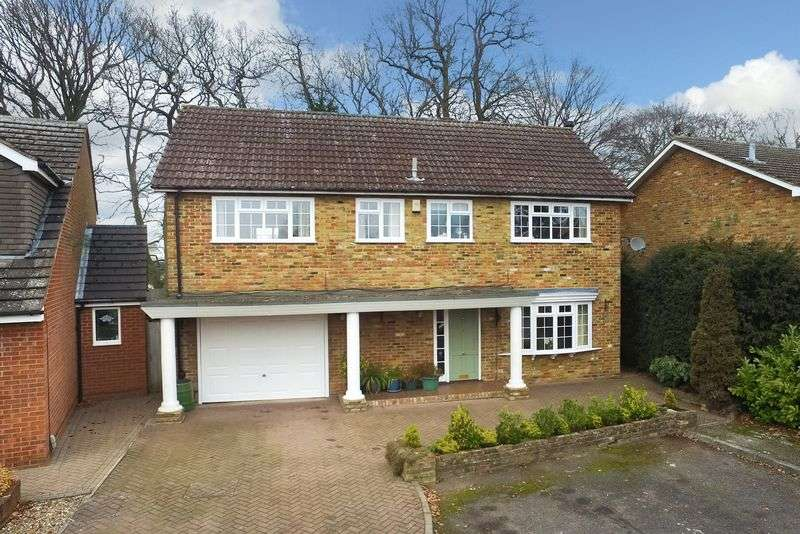 4 Bedrooms Detached House for sale in Kinderscout, Leverstock Green
