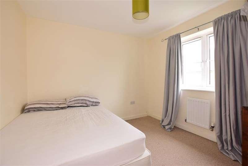 3 Bedrooms Semi Detached House for sale in Eglington Drive, Wainscott, Rochester, Kent