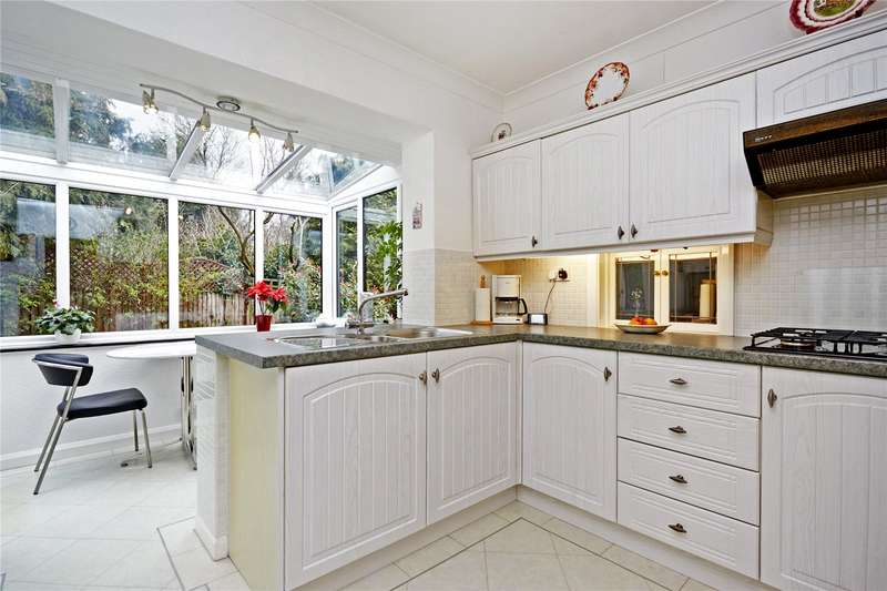 2 Bedrooms Detached Bungalow for sale in Hylands Road, Epsom, Surrey, KT18