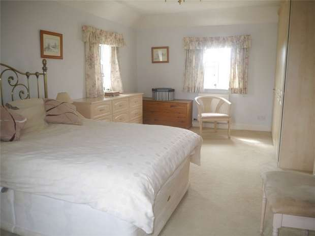 4 Bedrooms Detached House for sale in Hillend Road, Twyning, Tewkesbury, Gloucestershire