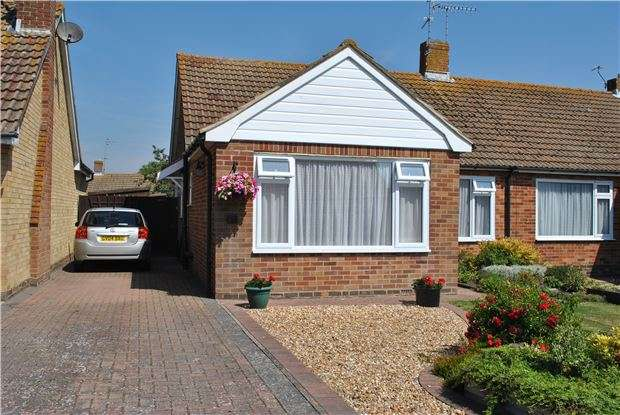 2 Bedrooms Semi Detached Bungalow for sale in Cornmill Gardens, POLEGATE, BN26 5NJ