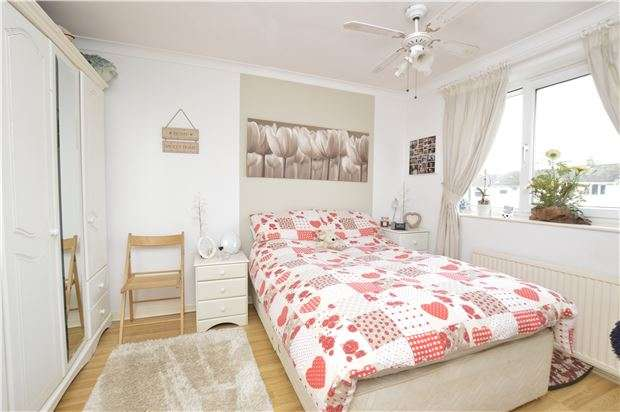 3 Bedrooms Semi Detached House for sale in Woodmancote, BS37 4LN