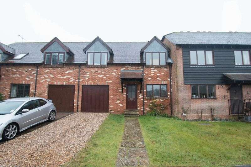 3 Bedrooms Terraced House for sale in Selham Close, Chichester