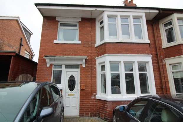 3 Bedrooms Semi Detached House for sale in Oxford Road, Fleetwood, FY7