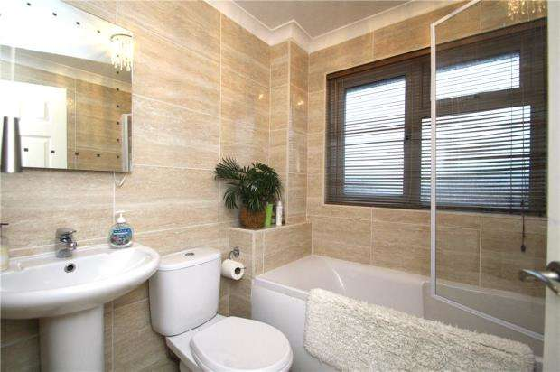 3 Bedrooms Terraced House for sale in Binsted Close, Rustington, West Sussex, BN16