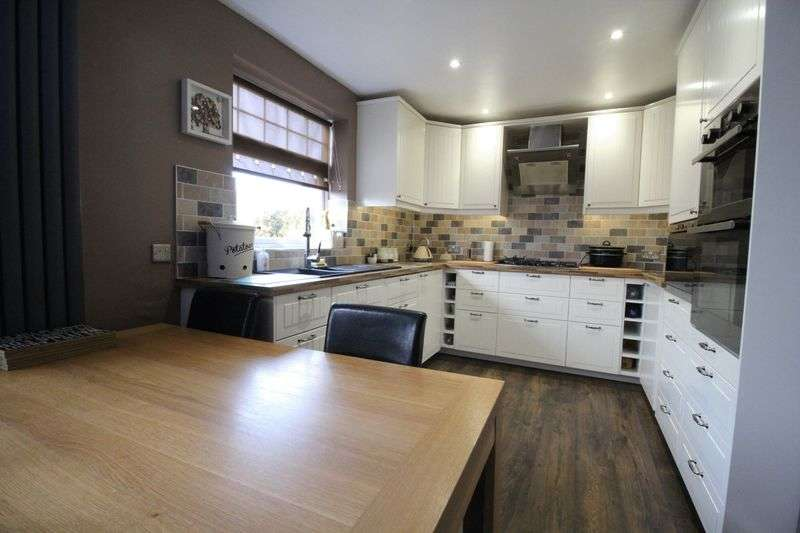 3 Bedrooms Semi Detached House for sale in Lumley Avenue, Marsden, South Shields