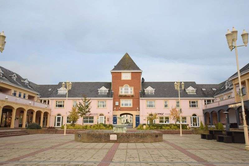 2 Bedrooms Flat for sale in Lakeside, Aylesbury