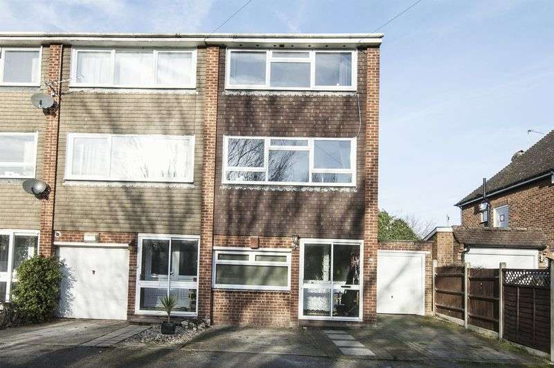 3 Bedrooms Terraced House for sale in Sheep Walk, Shepperton
