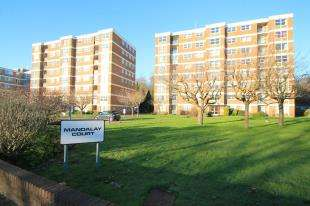 2 Bedrooms Flat for sale in Mandalay Court, London Road, Patcham, Brighton