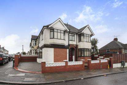 4 Bedrooms Detached House for sale in Strathmore Avenue, Luton, Bedfordshire