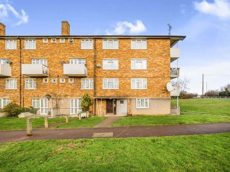 2 Bedrooms Flat for sale in Bagleys Spring, Romford, Greater London, RM6