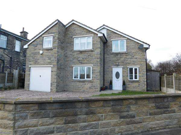 4 Bedrooms Detached House for sale in Bude Road, Bradford