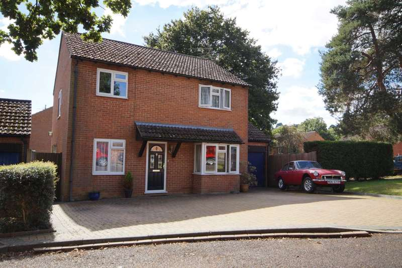 4 Bedrooms Detached House for sale in Amber Close, Bordon, Hampshire, GU35