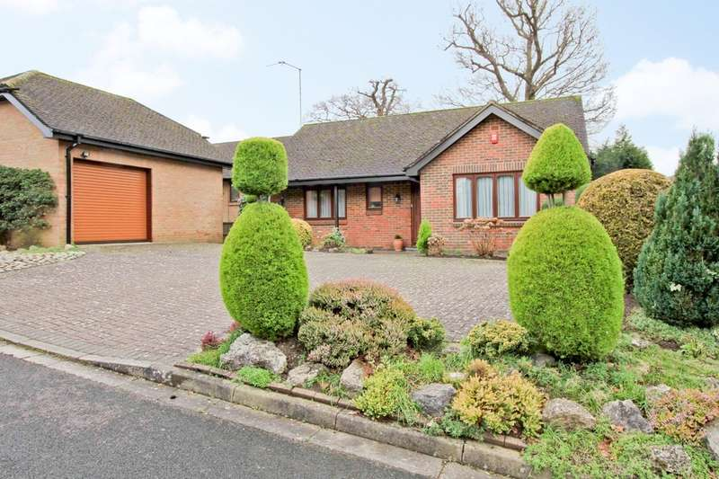 2 Bedrooms Detached Bungalow for sale in Horns End Place, Pinner