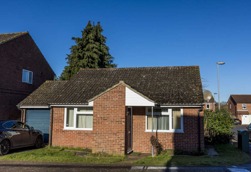 2 Bedrooms Detached Bungalow for sale in WAKEHURST CLOSE