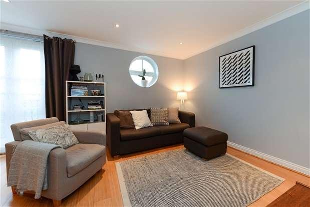 2 Bedrooms Flat for sale in John Conway House, Herbert Mews