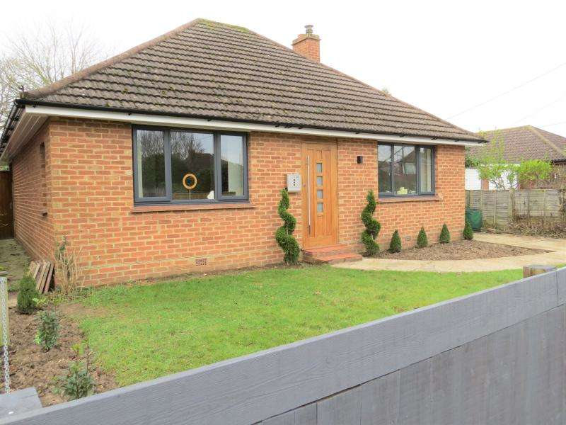 2 Bedrooms Bungalow for sale in Town Centre