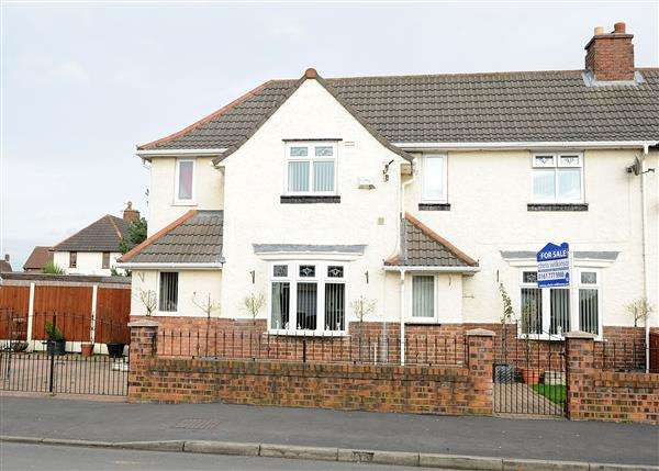 4 Bedrooms Semi Detached House for sale in 4 Leader Williams Road, Irlam, M44 6AU