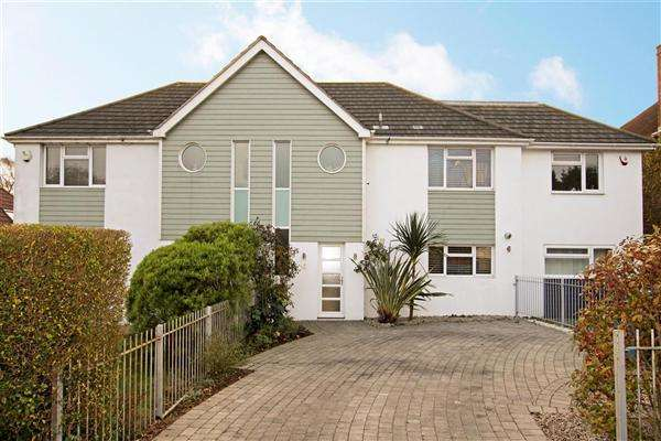 3 Bedrooms Terraced House for sale in Herm Road, Poole