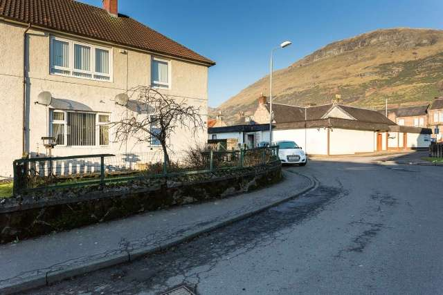 2 Bedrooms Flat for sale in Southcroft, Alva, Clackmannanshire, FK12 5BB