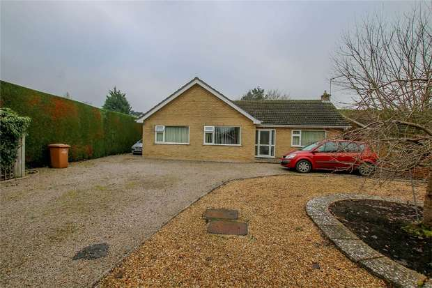 3 Bedrooms Detached Bungalow for sale in 1 Hall Drive, North Runcton