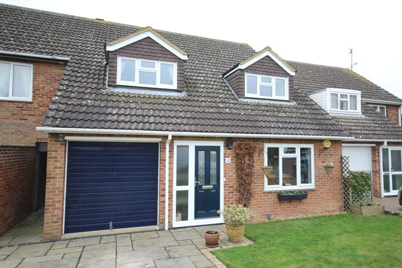 4 Bedrooms Detached House for sale in Pearce Close, Aylesbury