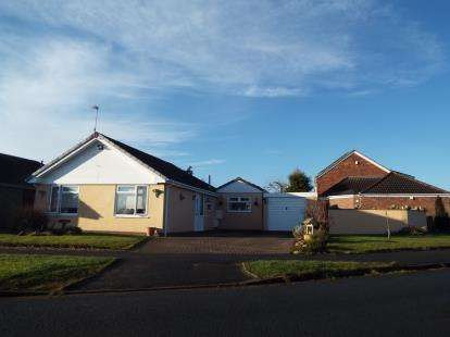 2 Bedrooms Bungalow for sale in Ashwood Drive, Stokesley, Middlesbrough, North Yorkshire