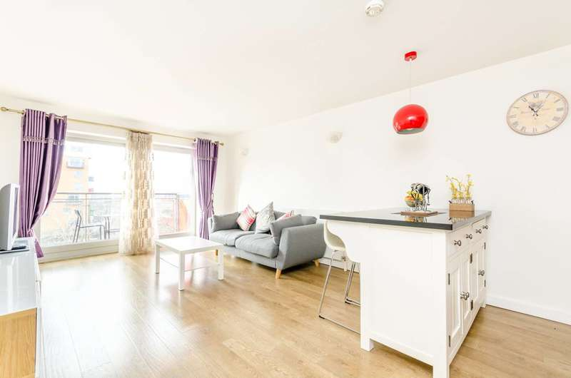 2 Bedrooms Flat for sale in John Harrison Way, Greenwich, SE10