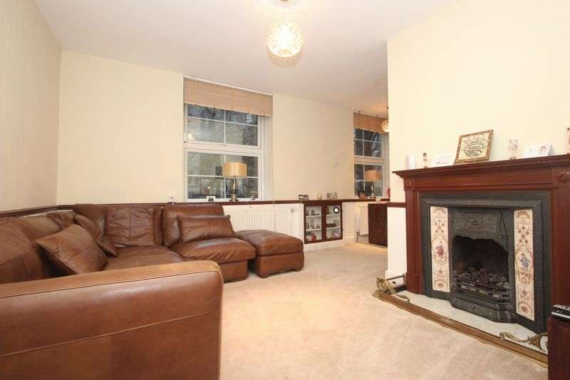 2 Bedrooms Flat for sale in Matilda House, St Katharines Way, London, E1W