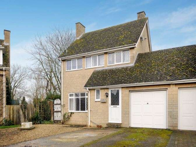3 Bedrooms Detached House for sale in The Butts, Bicester Road, Bicester, OX25 2NN