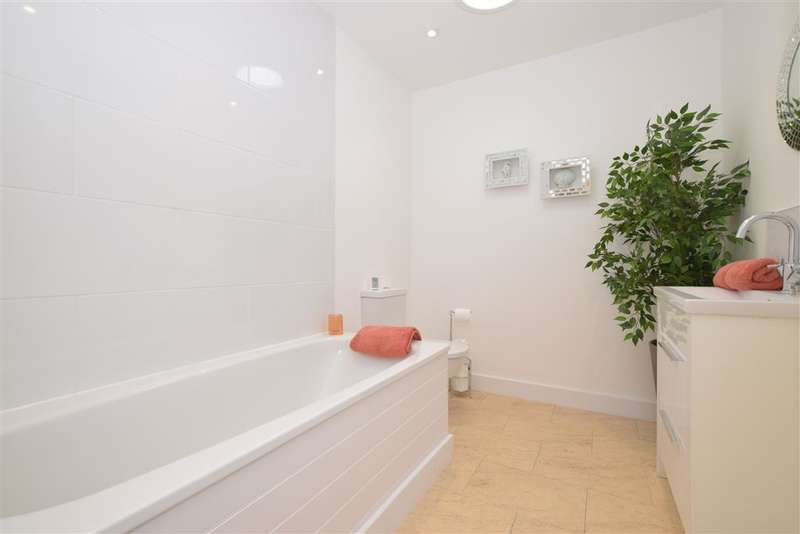 2 Bedrooms Apartment Flat for sale in High Street, Bognor Regis, West Sussex