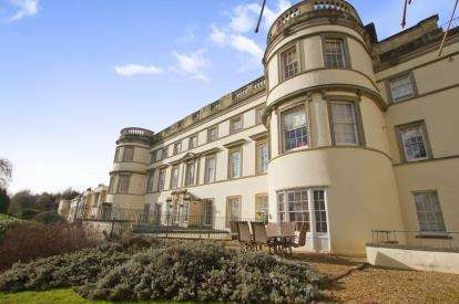 2 Bedrooms Flat for sale in Long Fox Manor, 825 Bath Road, Bristol