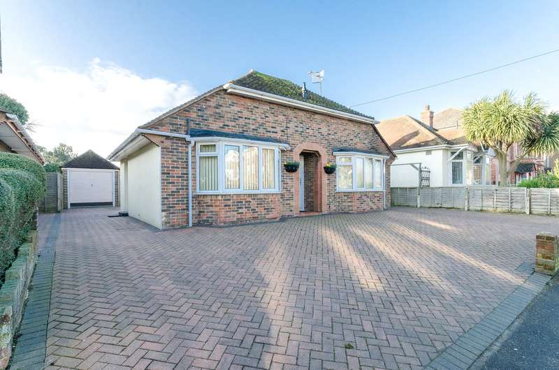 2 Bedrooms Detached Bungalow for sale in Sompting Road, Lancing, West Sussex, BN15