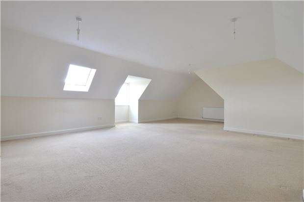 2 Bedrooms Flat for sale in St Barbaras, Ashchurch, Tewkesbury, Gloucestershire, GL20 8LG