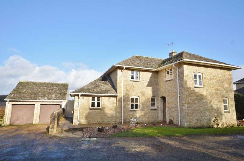 4 Bedrooms Detached House for sale in Deenethorpe, Northamptonshire