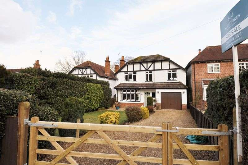 3 Bedrooms Detached House for sale in Direct Forest Access